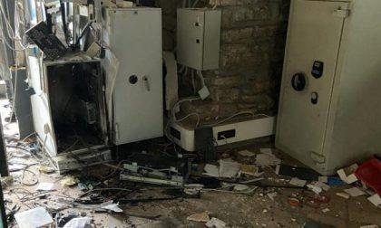 La banda del botto colpisce la Bcc Treviglio di Dalmine, filiale devastata