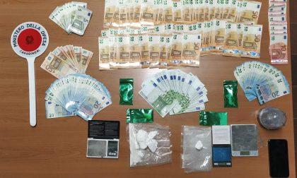 Nascondeva 160 grammi di cocaina e oltre 8 mila euro, arrestato uno spacciatore
