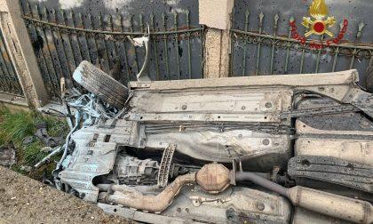 Auto si ribalta e finisce in un fosso tra Bolgare e Costa di Mezzate: grave un 52enne