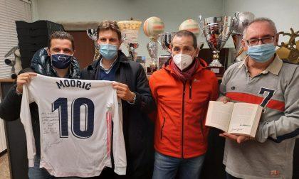 Dopo la partita con la Dea, la maglia di Modric arriva ad Alzano: qui vinse il primo trofeo