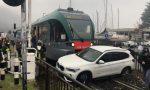 Treno travolge auto incastrata sui binari: salvo il conducente (un 68enne di Lovere)
