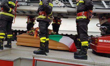 Romano si ferma per l'addio al giovane pompiere investito