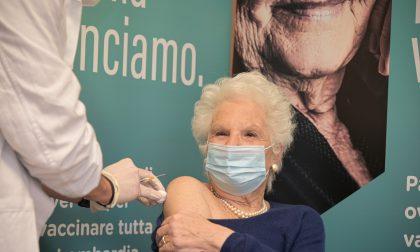 Vaccinata al Fatebenefratelli di Milano la senatrice a vita Liliana Segre