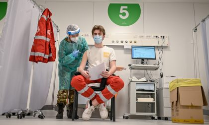 Prove di vaccinazioni anti-Covid di massa, a Milano cronometrate le somministrazioni