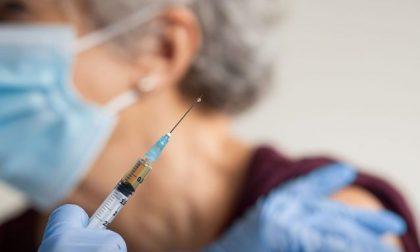 Vaccinazioni anti-Covid, le domande a cui Regione Lombardia non ha ancora risposto