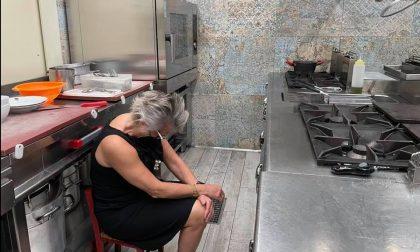 """L'anno nero della ristorazione italiana: anche la Giuliana """"a terra"""" nella sua cucina"""