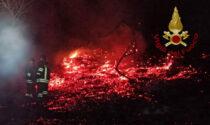 """Vigili del fuoco in azione a Sorisole: falò """"sfugge al controllo"""" e le fiamme si diffondono"""
