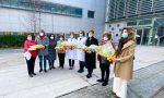 Al Papa Giovanni mimose in dono alle donne che hanno curato i bergamaschi (e non solo)