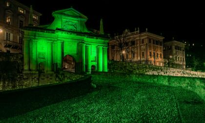 Porta San Giacomo si tinge di verde per celebrare il giorno di San Patrizio