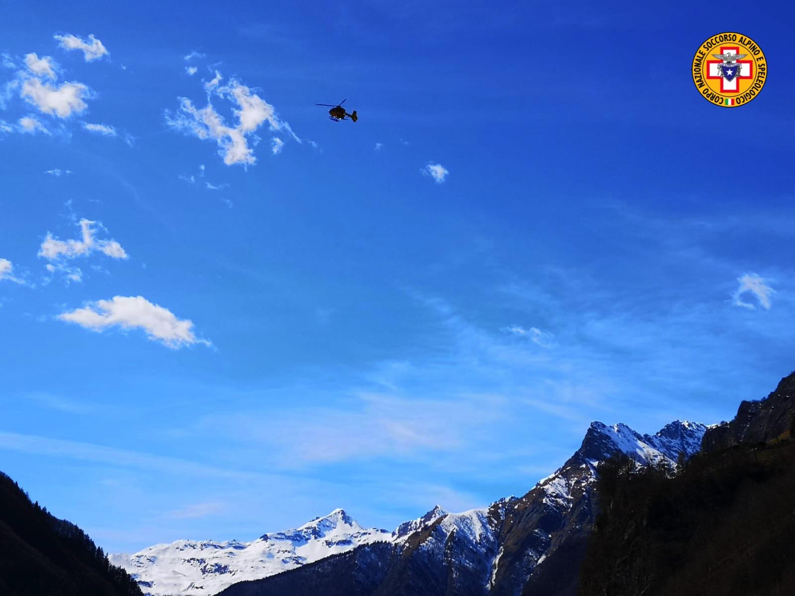 Scialpinista 22enne cade e provoca una valanga: è grave. Illesi i suoi quattro amici