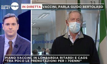 Bertolaso attacca ancora Aria, poi annuncia: «A giorni prenotazioni vaccini per over 70»