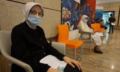 I video e le foto delle prime vaccinazioni anti-Covid agli over 80 alla Fiera di Bergamo e di Treviglio