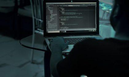 Hackeravano e-mail aziendali: due uomini arrestati per aver riciclato 600 mila euro
