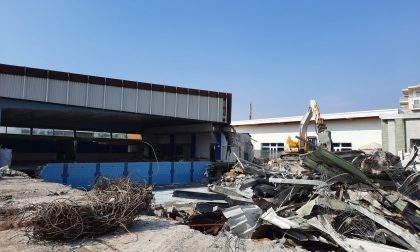 Demolita la vecchia piscina di Seriate, al suo posto un solarium per ampliare il parco estivo