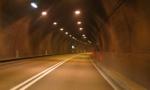 Scarica rifiuti nella galleria Montenegrone: 600 euro di multa e ritiro della patente