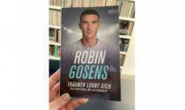 """Terzino, goleador e ore pure scrittore: """"Vale la pena sognare"""", il libro di Robin Gosens"""