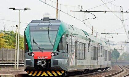 """Motrice e primo vagone del treno """"saltano"""" su un altro binario, paura tra Treviglio e Cassano"""
