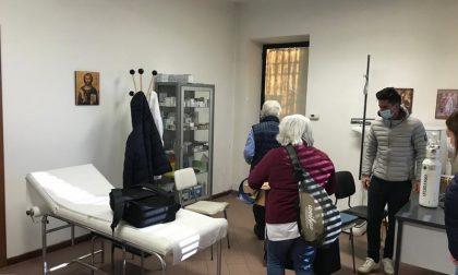 Parzanica resta isolata per la frana: i vaccini per gli over 80 arrivano con l'elicottero
