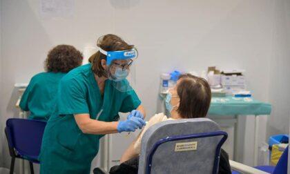 Vaccini over 80, a Bergamo il 95% ha la prima dose: il calendario del week-end