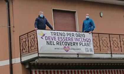 Treno per Orio: le forze dell'ordine rimuovono gli striscioni degli abitanti di Boccaleone