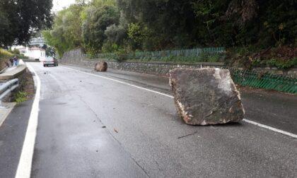 Massi caduti sulla litoranea a Predore, ieri (12 aprile) l'intervento dei rocciatori