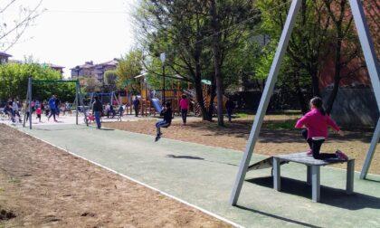 """Riaperto il parco giochi al """"Turani"""" di Redona: è tornata la carrucola"""