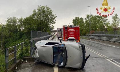 Automobilista perde il controllo e si ribalta a Presezzo: ferita lievemente una giovane di 22 anni