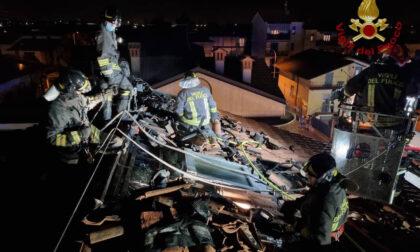 Incendio nella notte a Castel Rozzone: in fiamme il tetto di un'abitazione ma nessun ferito