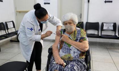 Vaccinazioni per gli estremamente fragili: dal 9 aprile prenotazioni anche per i caregiver