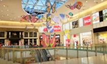 Saracinesche abbassate nei centri commerciali contro la chiusura nei week-end
