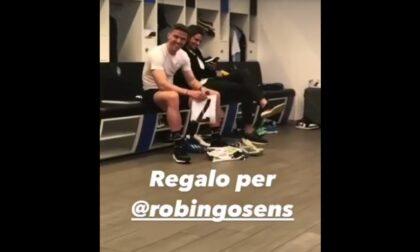 Il video del regalo dei compagni di squadra a Gosens (a cui CR7 aveva detto no)