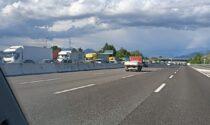 Schianto tra due auto e un tir sull'A4 all'altezza di Capriate: lunghe code e traffico rallentato
