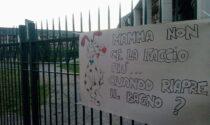 Parco del Triangolo chiuso, la minaccia: portare i cani a fare pipì davanti al Comune