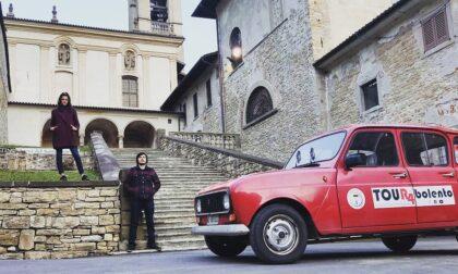 Sebastian e Yasmine, due tipi on the road: da Bergamo alla Siberia su una Renault R4