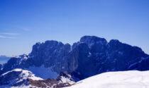 Verso la vetta del monte Ferrante, sulle tracce dell'ultima neve con vista Presolana