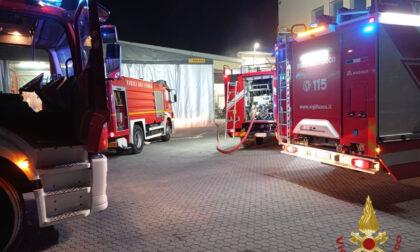 Incendio nella notte in un'azienda di Bottanuco, va a fuco un forno. Sul posto i vigili del fuoco