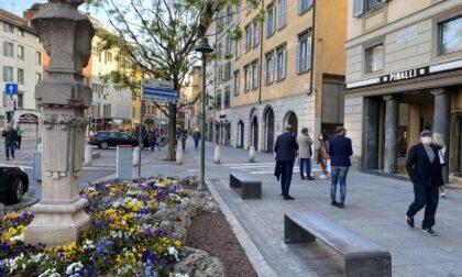 L'epidemia continua a rallentare, Fontana: «In Lombardia parametri da zona bianca»