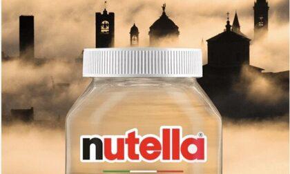 Città Alta nella nebbia contro i Navigli al tramonto: votate per vedere Bergamo sui barattoli Nutella