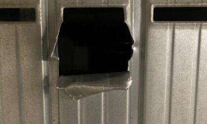 Raffica di furti nei box di Mozzo, saracinesche aperte «come scatole di tonno»