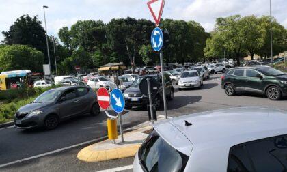 C'è un traffico bestiale, a Bergamo quartieri assediati. E i cantieri in corso non aiutano