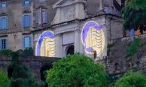 Le foto di Porta San Giacomo colorata di nerazzurro in vista della finale di Coppa Italia