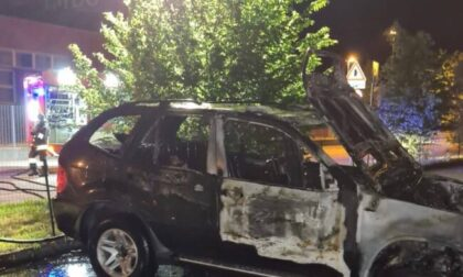Auto in fiamme, incendio spento dai Vigili del fuoco a Terno d'Isola