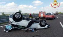 Donna perde il controllo dell'auto e si capotta sulla Brebemi: 67enne in ospedale