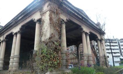 """All'ex mercato ortofrutticolo (accanto alla biblioteca Tiraboschi) vetrate """"bergamasche"""""""