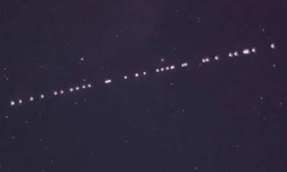 Quelle strane luci nel cielo dell'Isola bergamasca. Macché alieni, sono i satelliti di Elon Musk