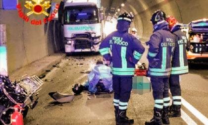 Incidente in galleria a Sabbio Chiese, Brescia: morto motociclista bergamasco di 41 anni