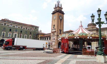 Riecco la giostra in piazza Vittorio Veneto (sì, è fuori stagione)