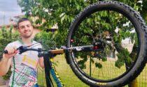 L'impresa di Andrea Signorelli: in bici a Roma raccogliendo fondi per gli Amici della pediatria