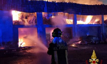 In fiamme un fienile a Treviglio: nessun ferito, ma cascinale devastato