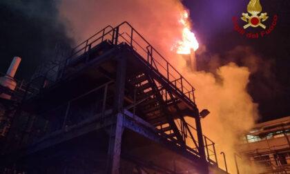 Incendio nella notte in un'azienda chimica di Grassobbio: nessun ferito